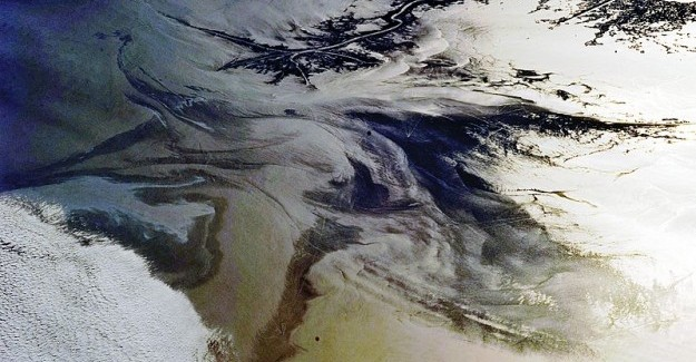 Gulf_of_Mexico_Oil_Spill_Observed_From_the_ISS