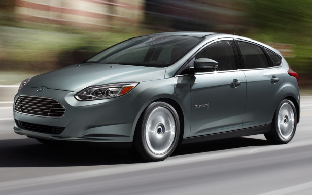 2012-Ford-Focus-Electric-motion-view