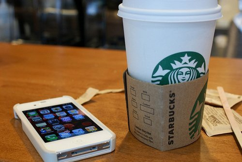 star-bucks-coffee-social-media-iphone