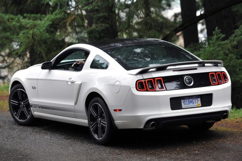 2013_ford_mustang_coupe_gt-premium_rq_oem_2_500