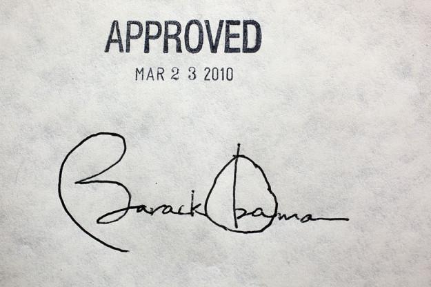 Obama_healthcare_signature