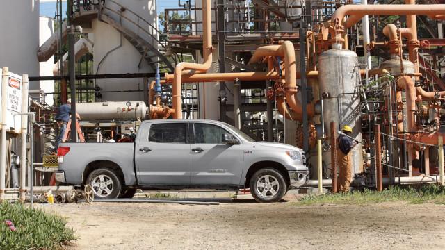 tundra-refinery