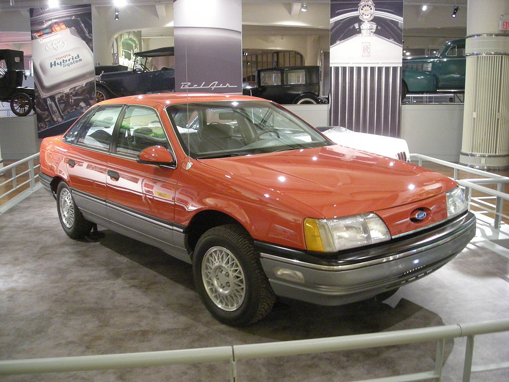 1024px-Henry_Ford_Museum_August_2012_74_(1986_Ford_Taurus)