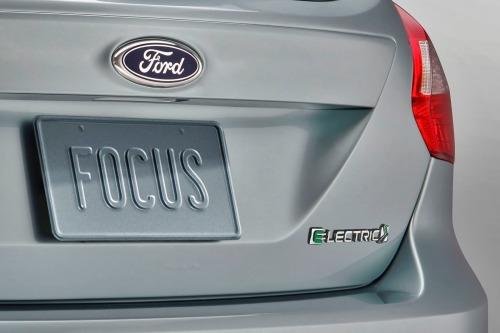 2013_ford_focus_4dr-hatchback_bev_rbdg_oem_1_500
