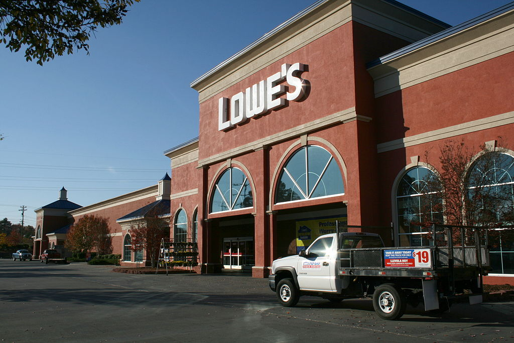 1024px-2008-11-10_Lowe's_Home_Improvement_Warehouse_in_Chapel_Hill