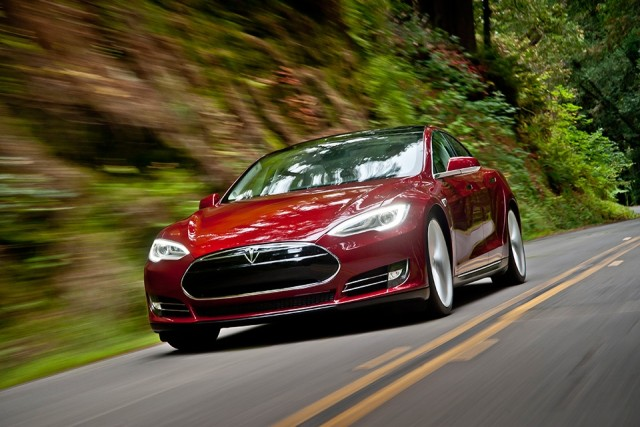 Tesla model-s-signature-red-motion