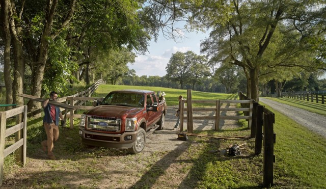2015_FordF-250_KingRanch_SuperDuty_01