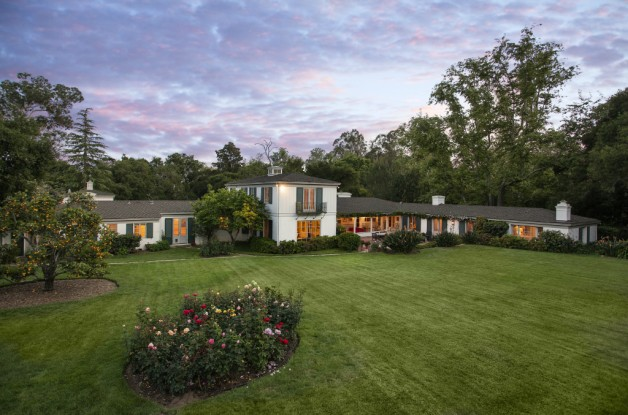 Source: http://www.realtor.com/news/drew-barrymore-sells-montecito-estate-wedding-site/