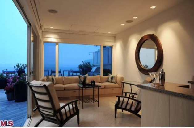 Source: http://www.realtor.com/news/somebody-bought-jim-carreys-beach-house-and-totally-redeemed-themselves/