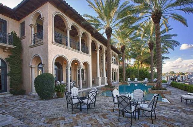 Source: http://www.realtor.com/news/heres-the-mansion-billy-joel-just-sold-for-13-75-million/