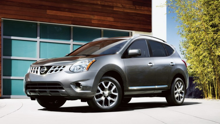 Front three-quarter view of '14 Rogue by Nissan