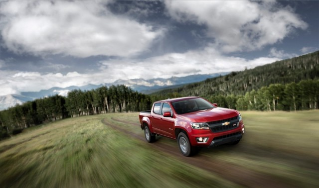 2015-Chevrolet-ColoradoZ71-012-medium