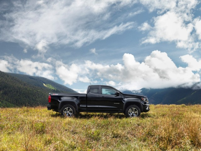 2015-Chevrolet-ColoradoZ71-013-medium