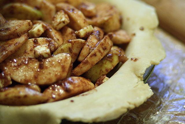 unbaked apple pie