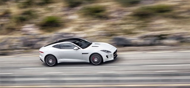 Jag_F-TYPE_R_Coup__Polaris_Image_201113_08_LowRes