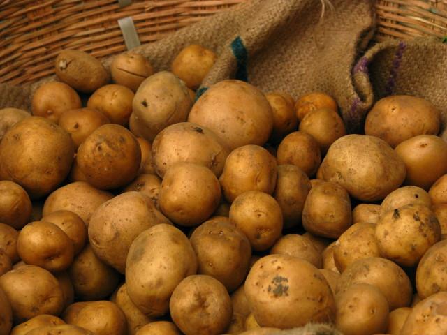 Source: http://commons.wikimedia.org/wiki/File:India_-_Koyambedu_Market_-_Potatoes_01_(3987050638).jpg