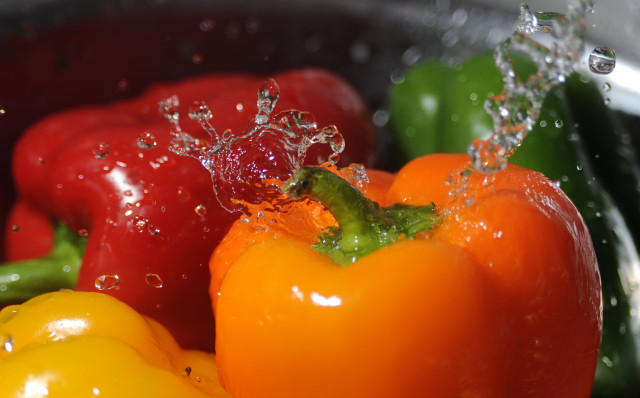 Source: http://commons.wikimedia.org/wiki/File:Washing_bell_peppers.jpg