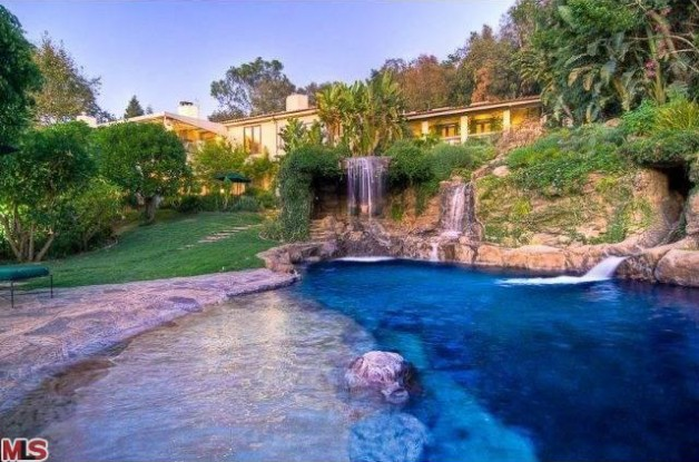 Source: http://www.realtor.com/news/mark-whalberg-sells-mansion-in-the-90210/