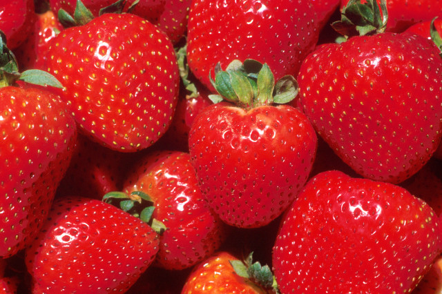 Source: http://commons.wikimedia.org/wiki/File:Strawberries.jpg
