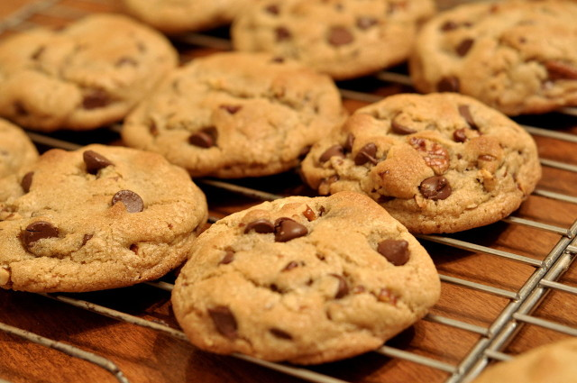 Source: http://commons.wikimedia.org/wiki/File:Chocolate_Chip_Cookies_-_kimberlykv.jpg