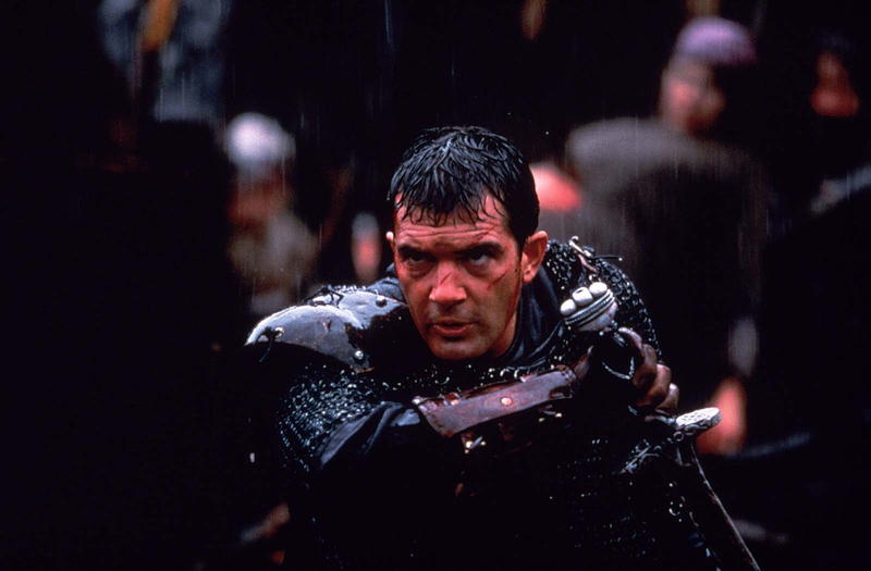 Antonio Banderas about to draw his sword in battle in The 13th Warrior