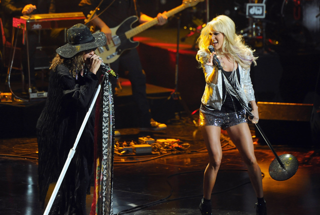 Steven Tyler performs on stage with Carrie Underwood
