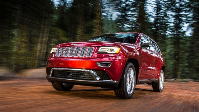3-2014-grand-cherokee-driving-in-the-woods