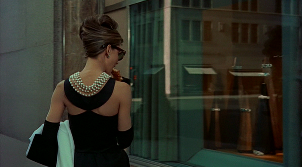 source: http://classiq.me/wp-content/uploads/2013/08/Audrey-Hepburns-style-in-Breakfast-at-Tiffanys.png