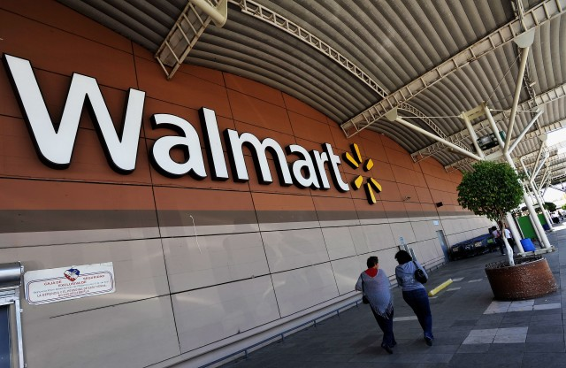 Are Weak Sales a Red Flag for Walmart Stock?