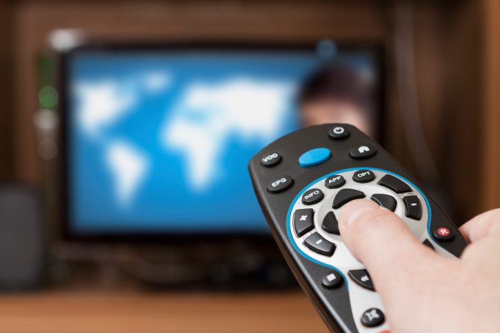 cable vs satellite Here is a review of satellite tv versus cable tv: price because cable tv  companies are required to pay local area taxes and fees, cable tv costs $15 to  $25.