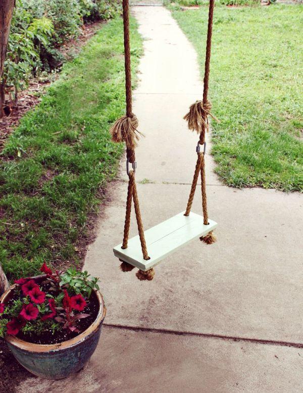 Photo: homedit.com/diy-tree-swing/