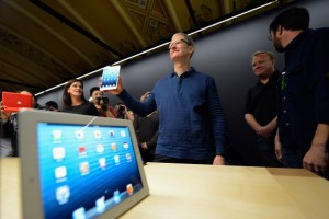 Apple and Samsung Both Have Tablet Problems, But Only One Has a Plan