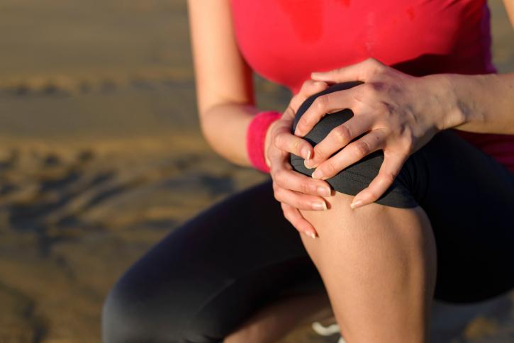 pain in her knee