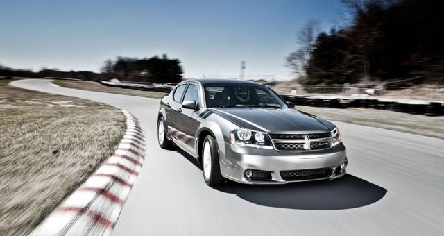 2013-avenger-exterior-18-inch-wheels-hood-to-fender-stripes