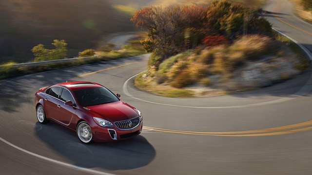 2014-buick-regal-model-overview-performance-938x528-14BURE00062-V3