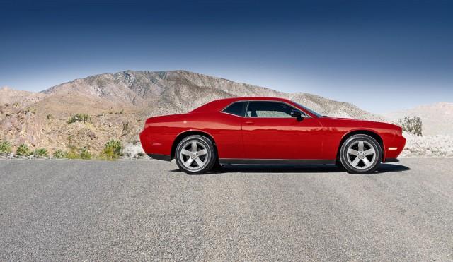 2014-challenger-models-sxt-red-profile