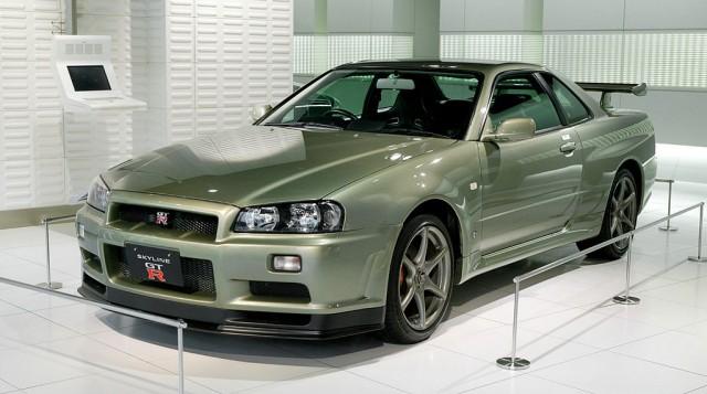 1024px-Nissan_Skyline_R34_GT-R_Nür_001