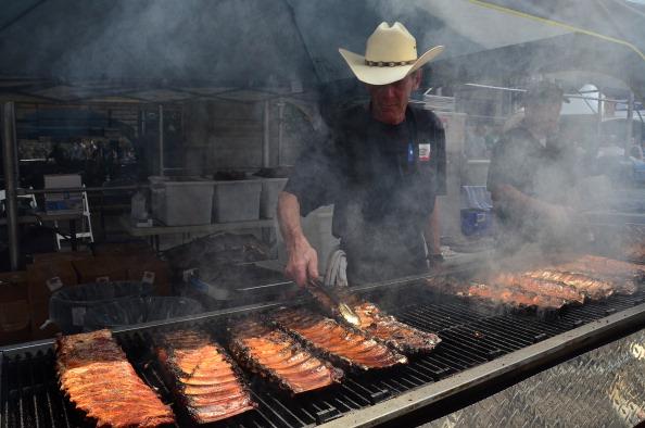 making BBQ ribs