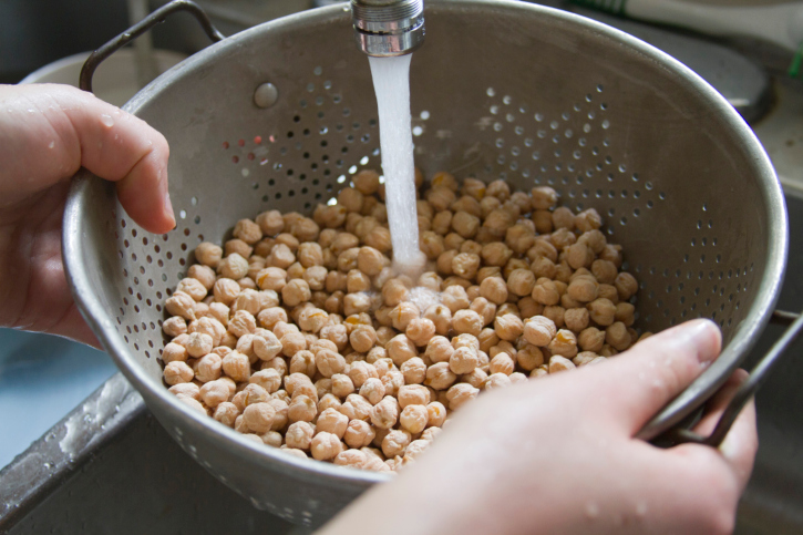 washing chickpeas