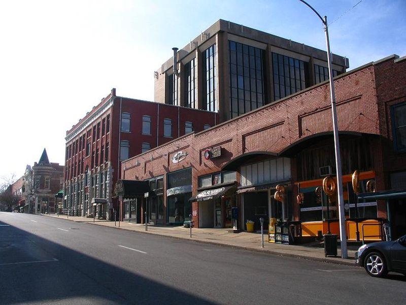 800px-Block_Street_Fayetteville_Arkansas.jpg