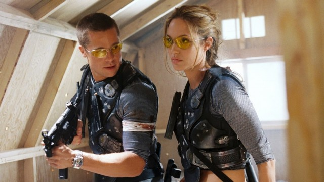 Angelina Jolie & Brad Pitt in movie 'Mr. & Mrs. Smith'