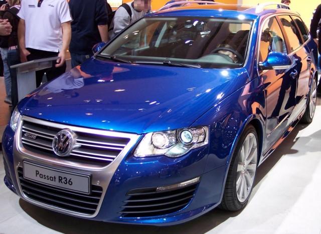 Volkswagen_Passat_R36_blue_vl_EMS