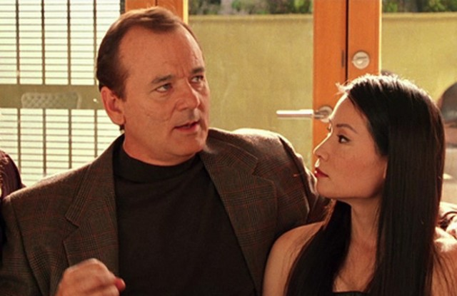 Bill Murray puts his arm around Lucy Liu in Charlie's Angels