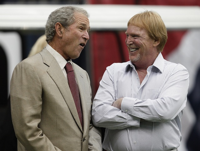 Former President George W. Bush. left, talks with Oakland Raiders owner Mark Daivs