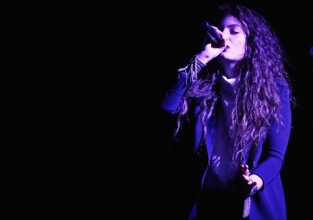 Lorde Singing