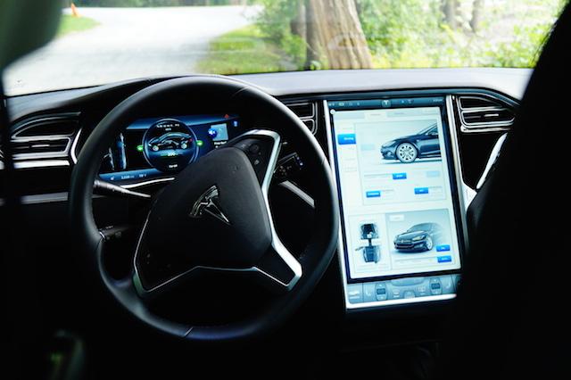 Tesla_Interior