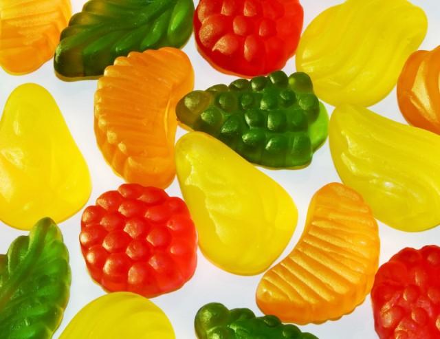 Make fruit snacks healthier by using homemade snack recipes