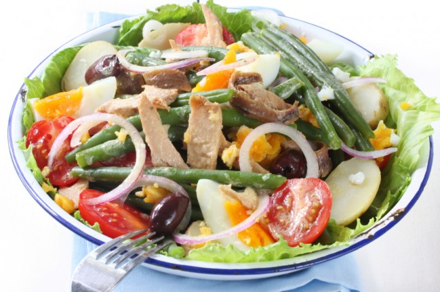 7 salad recipes filled with healthy fresh fish for Fish and salad