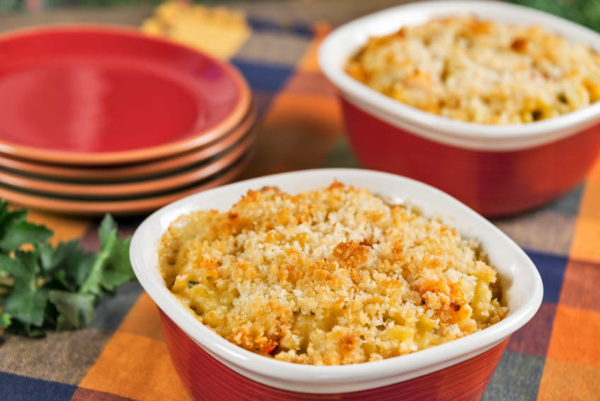 macaroni and cheese with breadcrumb topping