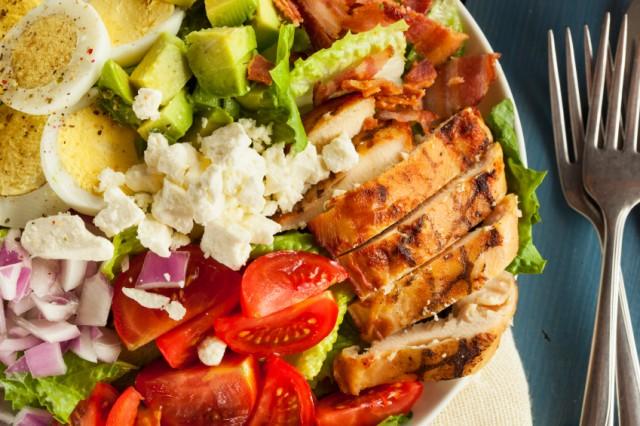 5 Unhealthy Restaurant Salads That Will Ruin Your Diet